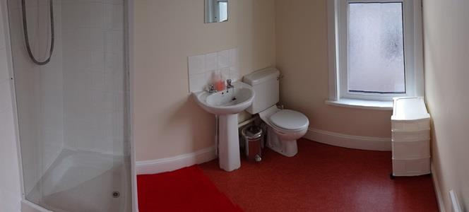 Picture of one of the shower rooms at this Plymouth student house
